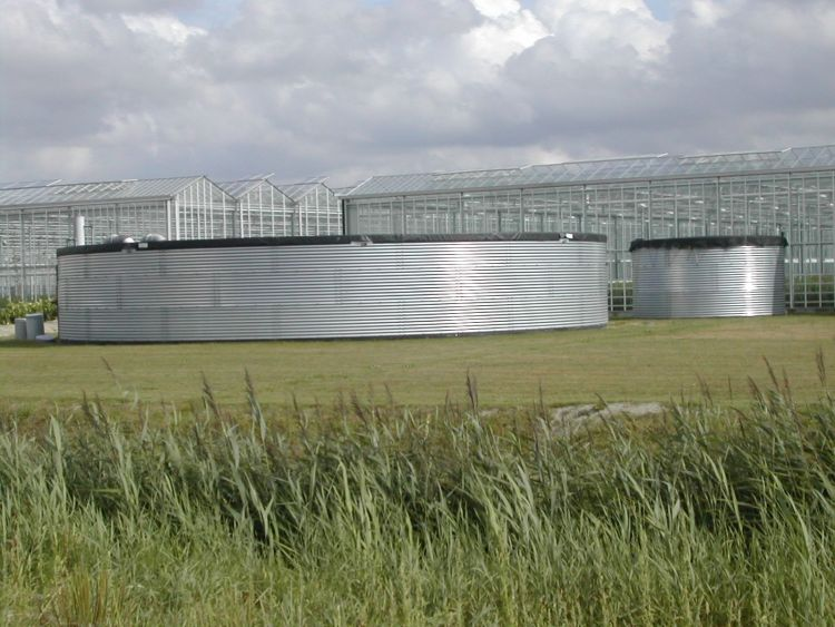 wateropslag tanks